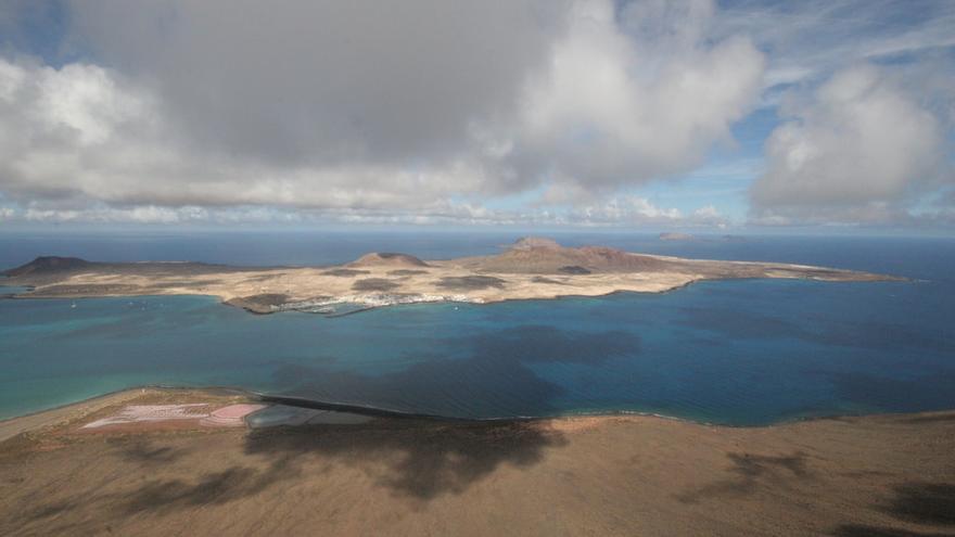 La Graciosa desde el Mirador del Río, en el norte de Lanzarote. Pete Coleman (CC)