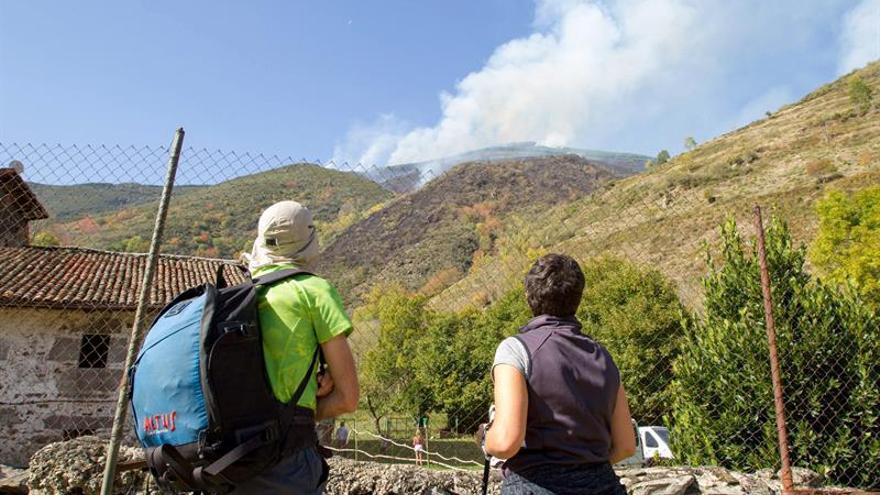 Ceniceros y Nagore acuden a Posadas para seguir la extinción del incendio