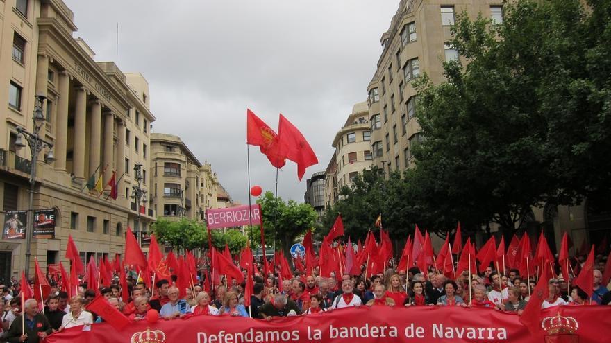 """Miles de personas se manifiestan en Pamplona """"en defensa de la bandera de Navarra"""""""