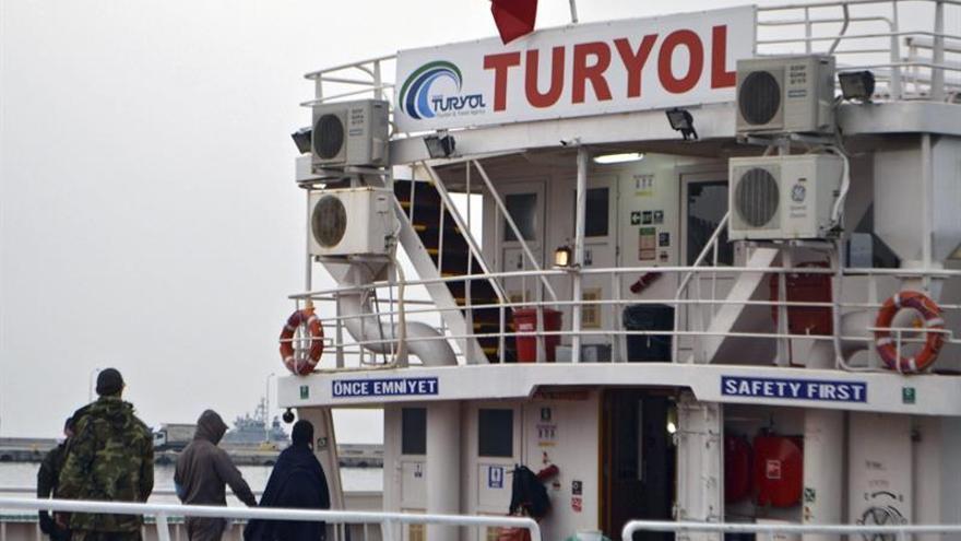 Grecia retoma las deportaciones a Turquía y devuelve a 140 personas