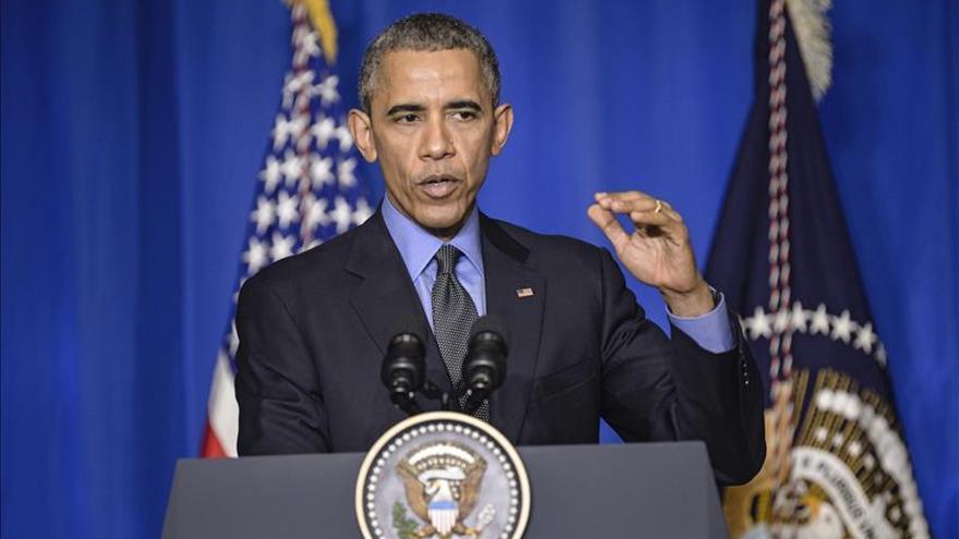 Obama aborda la violencia armada de EE.UU. con excongresista tiroteada en 2011
