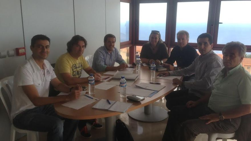 En la imagen, reunión mantenida por Mariano Hernández con el alcalde de Breña Baja, los concejales de Deportes Mazo y El Paso, y el coordinador municipal de Deportes de San Andrés y Sauces