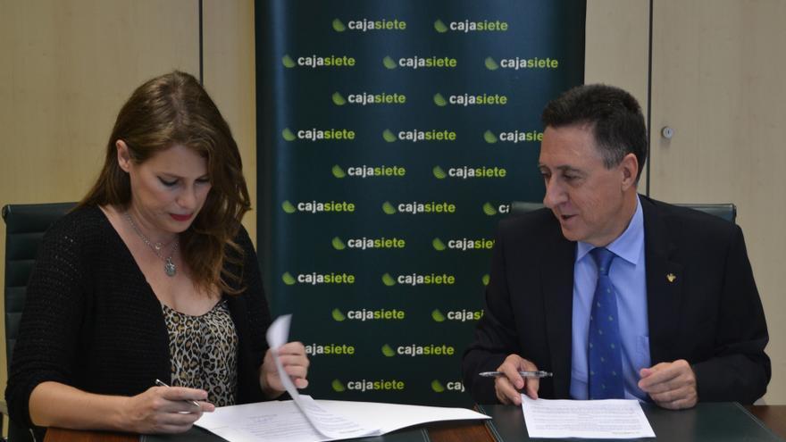 Milagros Álvarez y Fernando Berge firmaron el acuerdo.