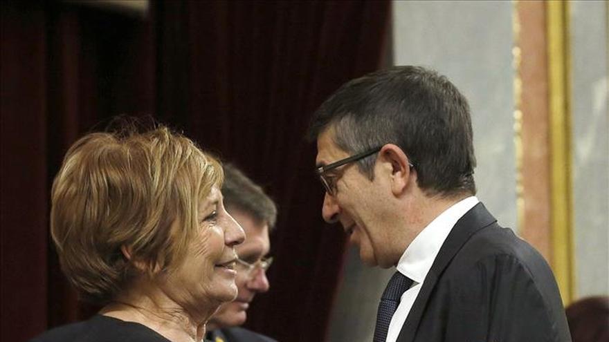 Foto: Carolina Bescansa con su hijo en el Congreso el pasado 13 de enero. EFE