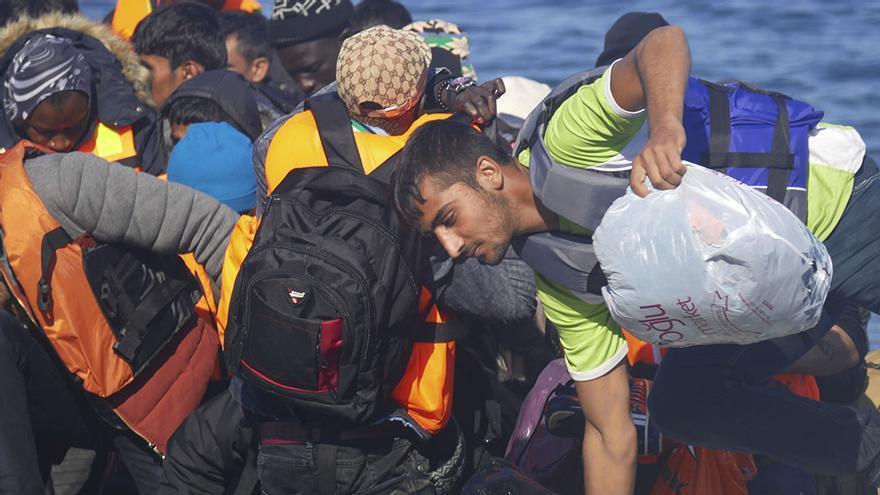 Refugiados en un bote rumbo a Lesbos. / Foto: Alicia Armesto y Javier Romero.