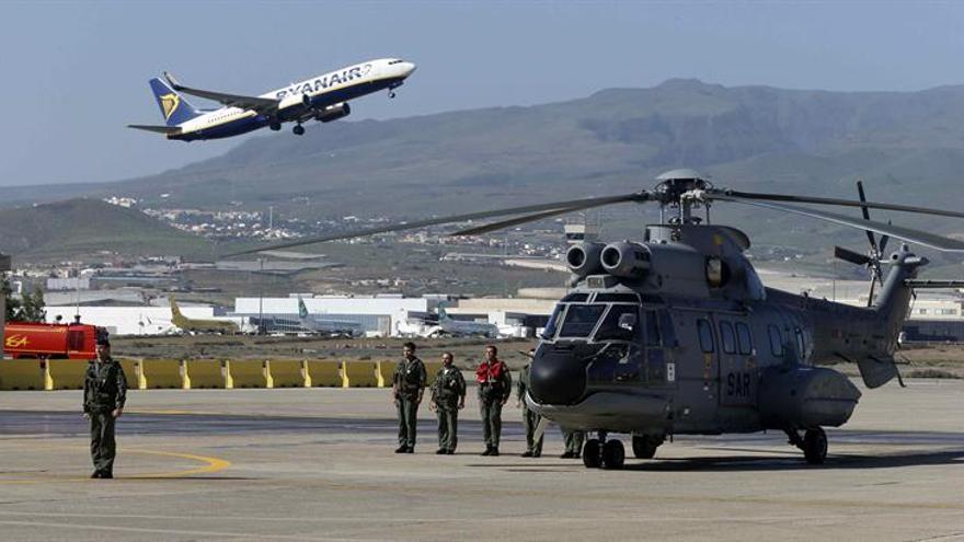 Presentación del nuevo helicóptero H215 Súper Puma que se incorpora al Ala 46 de la Base Aérea de Gando (Gran Canaria).