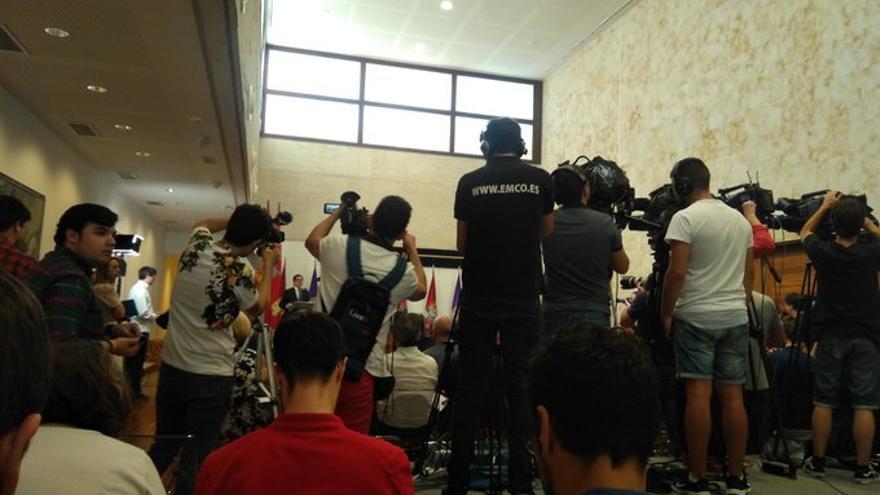 Fotografía del lugar en el que los periodistas han seguido el acto.