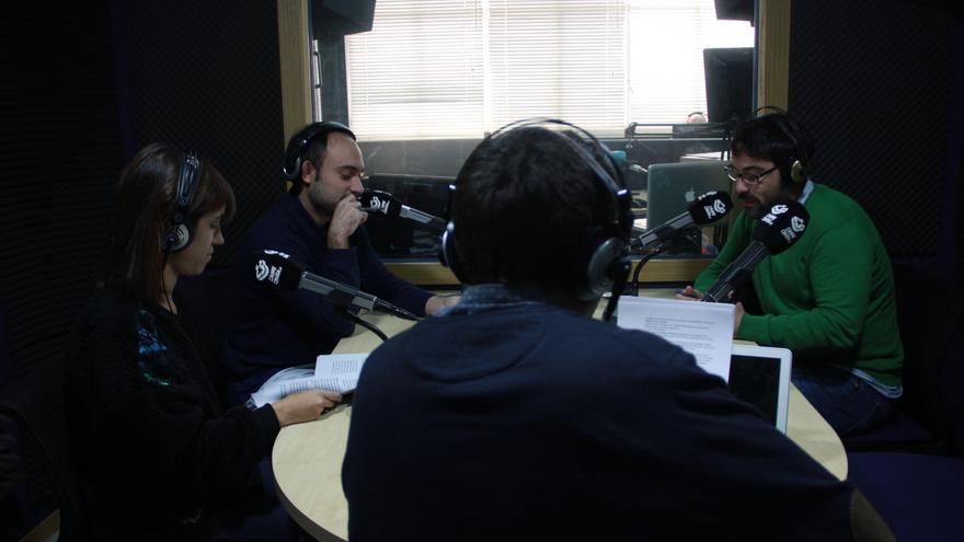 Lucía Caballero, David G. Ortiz y José Luis Avilés de Hoja de Router en Carne Cruda - Álvaro Vega