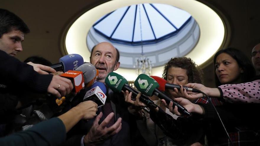 """Rubalcaba: sin la abstención del PSOE la izquierda hoy sería """"irrelevante"""""""