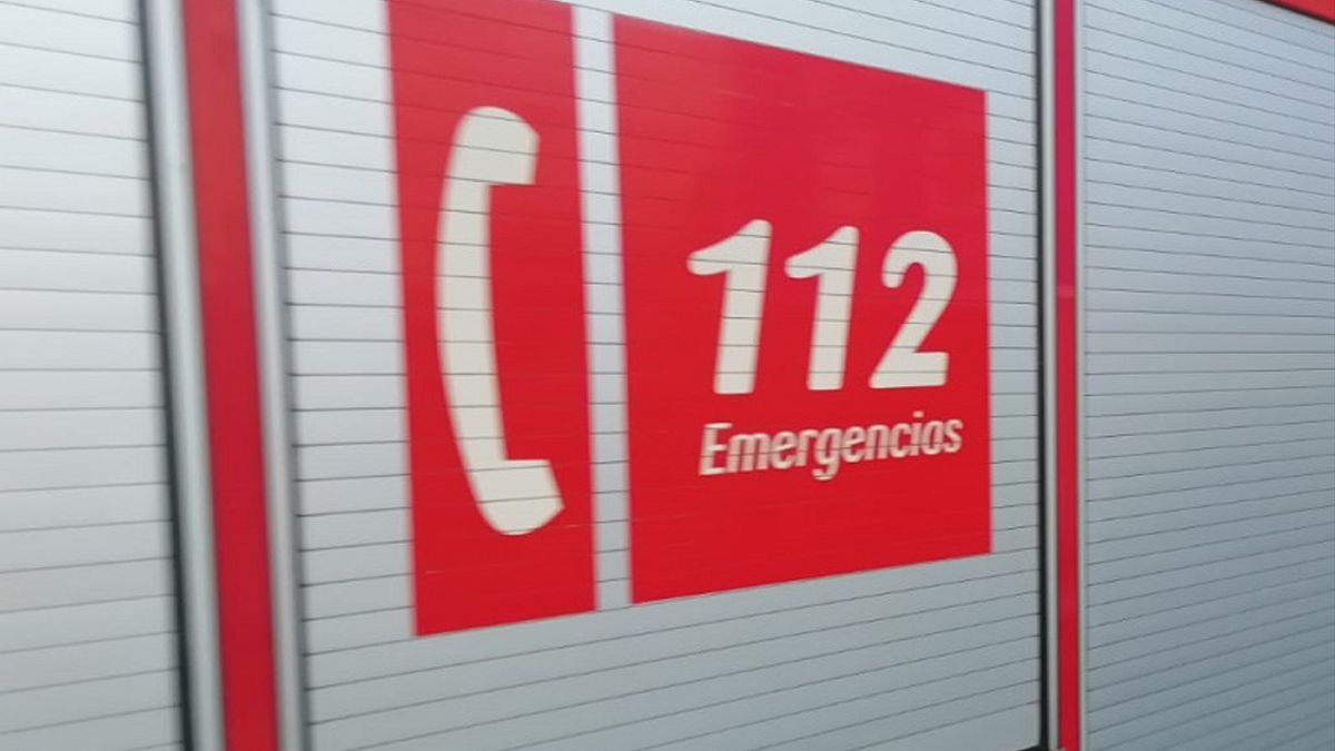 1570515059688LogoBomberos112estandar - Detallel teléfono 112 en un camión de bomberos.
