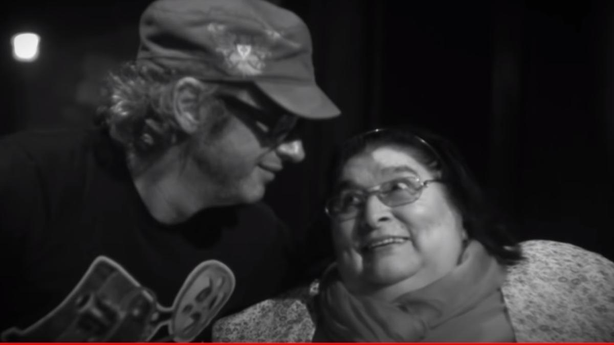 Mercedes Sosa junto a Gustavo Cerati en el tema Zona de promesas