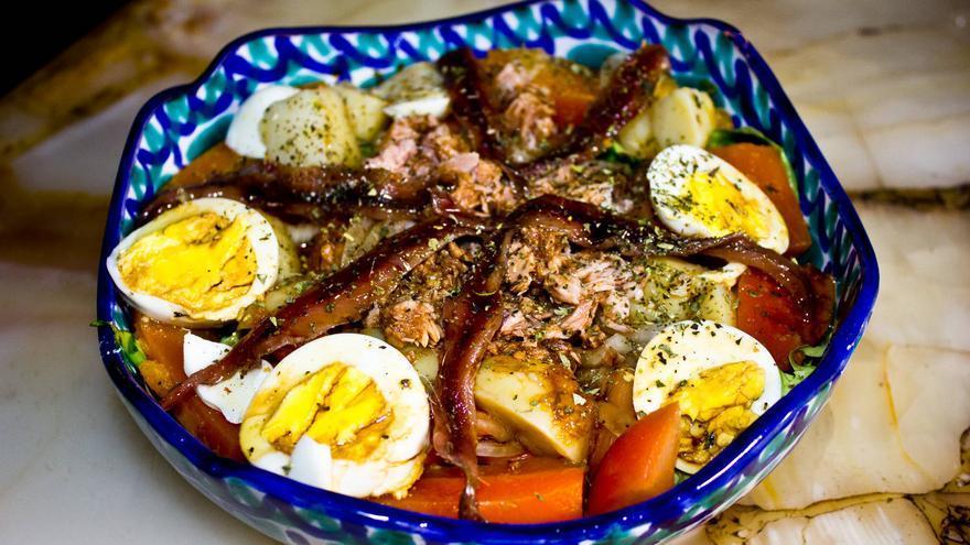 Ensalada Niçoise, uno de los clásicos de la cocina francesa.