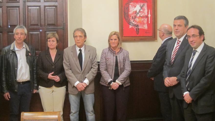 Joan Pere-Viladecans cede al Parlamento catalán la pintura conmemorativa de la Diada de 2013
