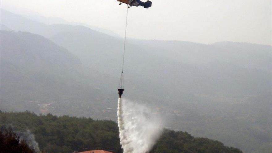 Alerta roja por incendios forestales en tres regiones de Chile
