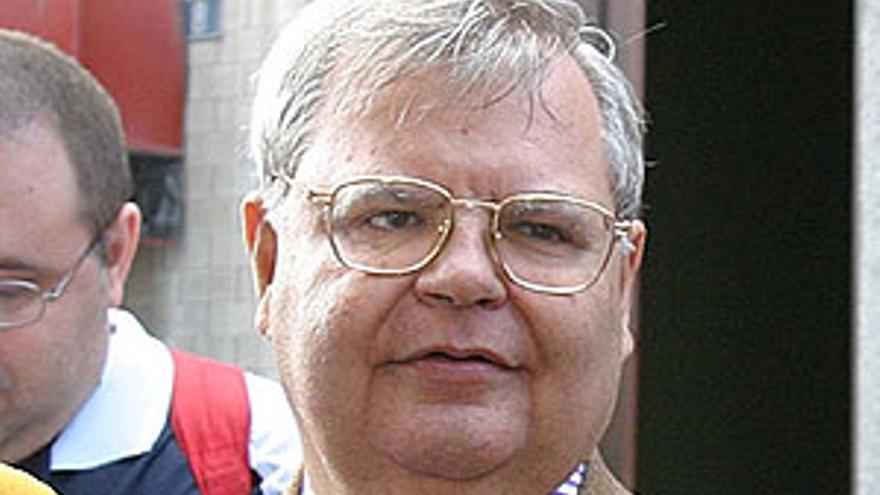 Agustín Ojeda, ex consejero de la UD Las Palmas, a la salida del Juzgado de lo Mercantil. (QUIQUE CURBELO)