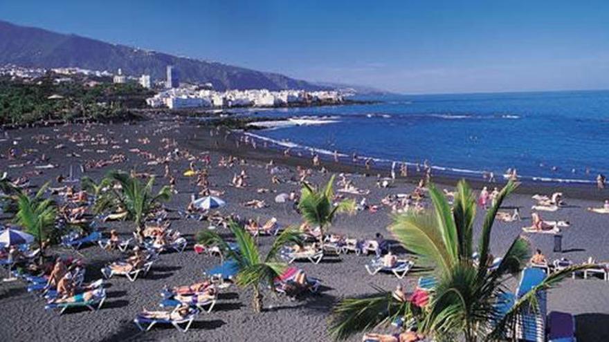 Playa Jardín, en la ciudad de Puerto de la Cruz, en el norte de Tenerife