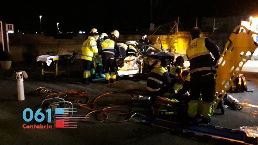 Cuatro jóvenes heridos, dos graves, en un accidente de tráfico en la S-20