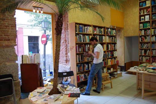 La librería | http://www.tresrosasamarillas.com