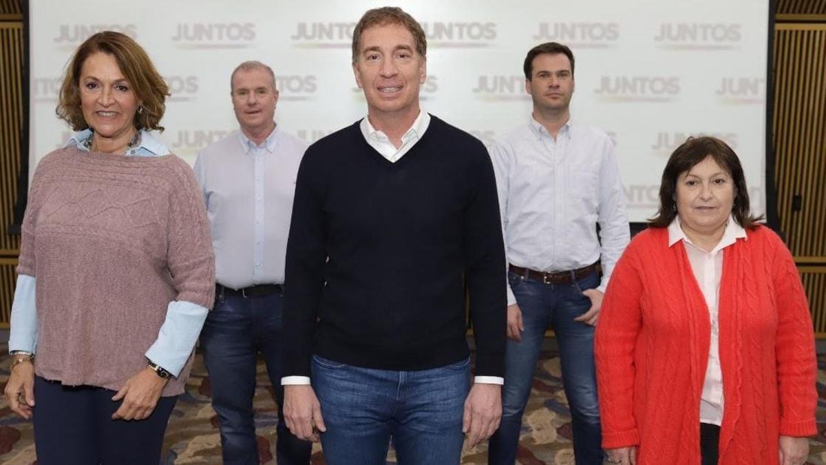 Diego Santilli, con los integrantes de la lista de candidatos de Juntos.