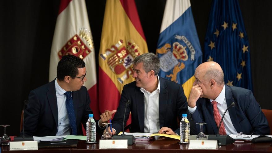 """Clavijo pide no """"avivar"""" el pleito insular con la depuración de aguas en Canarias"""