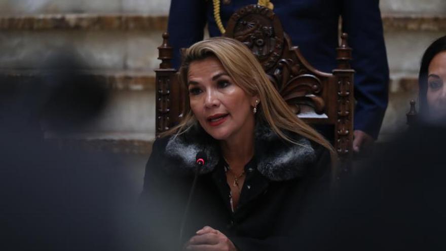 El Gobierno interino de Bolivia anuncia la ruptura de las relaciones con Venezuela