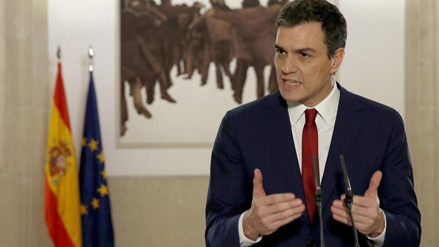 """Sánchez dice que espera """"poco o nada"""" del PP, pero """"mucho"""" de Podemos"""