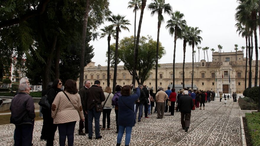 En torno a 2.500 personas visitan el Parlamento en la Jornada de Puertas Abiertas previa al Día de Andalucía