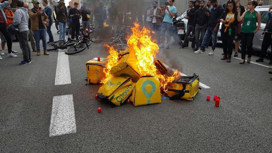 Protesta frente a la sede de Glovo en Barcelona por la muerte de Pujan Koirala.