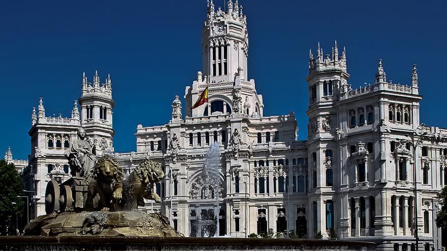Fuente de La Cibeles y Palacio de Las Comunicaciones, en el centro de Madrid. EFE