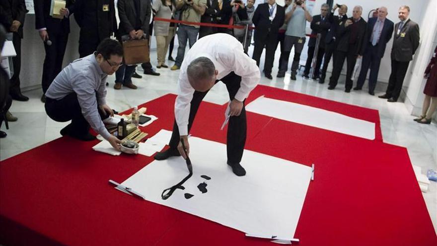 Exposición sobre la caligrafía japonesa en la Biblioteca Nacional.