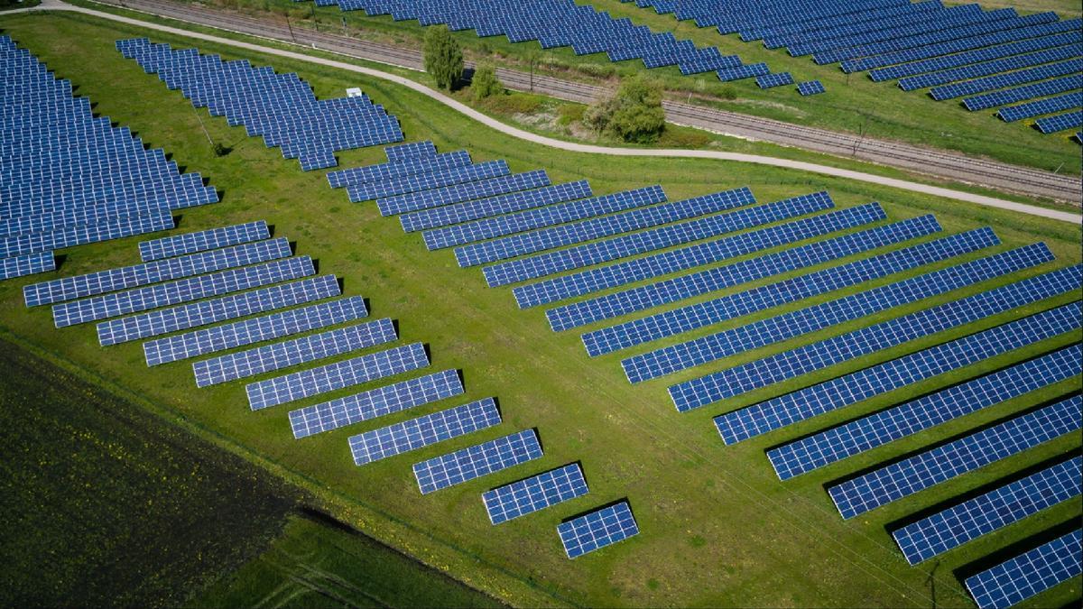 Un campo de energía solar.