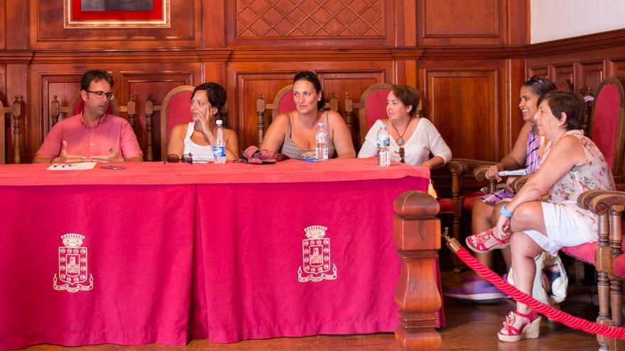 Reunión con las agrupaciones del Carnaval en la sede del Ayuntamiento de San Sebastián