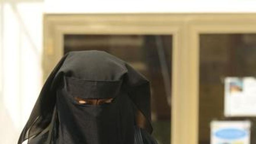 Mujer con burka en Francia