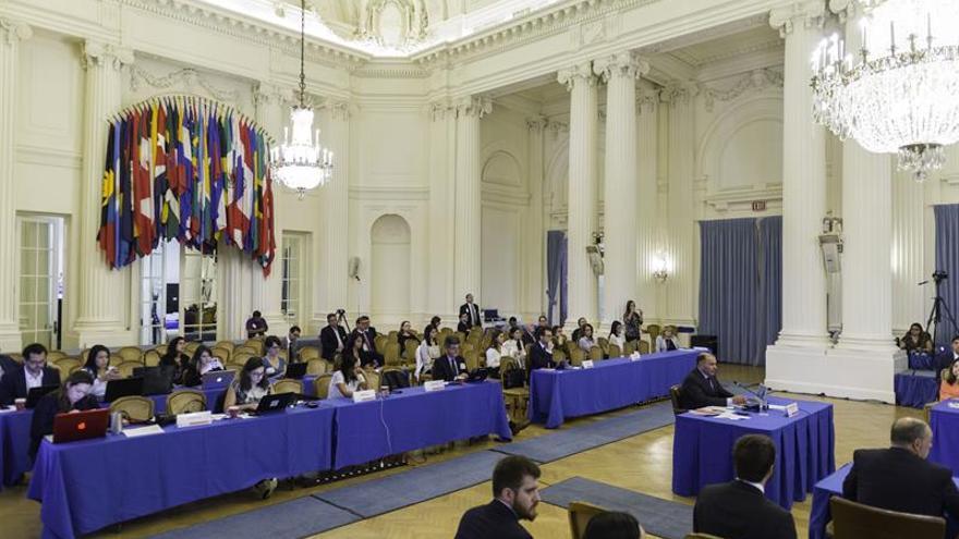 """Militares denuncian en la OEA """"persecución sistemática"""" de Maduro a civiles"""