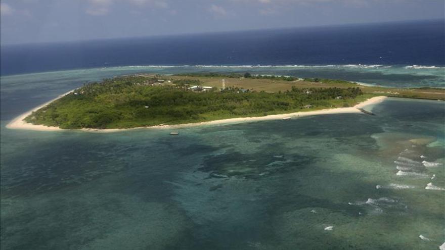 Expertos militares chinos justifican la nueva pista aérea en las disputadas islas Spratly