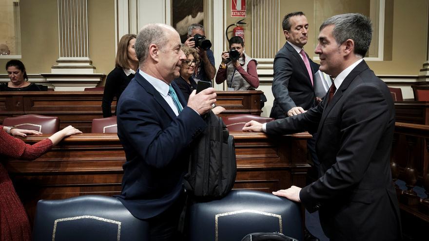 Pedro Ortega, José Miguel Ruano y Fernando Clavijo en el Parlamento de Canarias durante el debate sobre ele stado de la nacionalidad canaria.