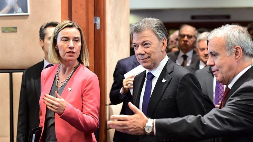 La UE firma un fondo de 95 millones de euros para la paz en Colombia ante Santos