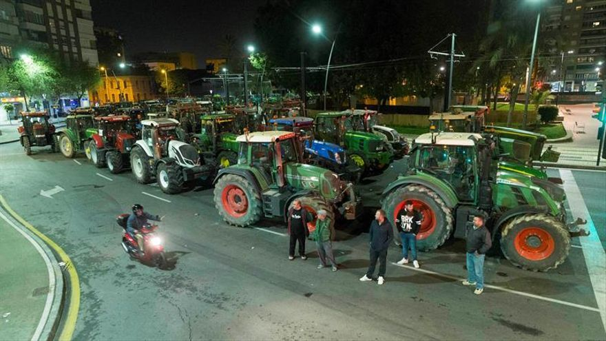 Tractoristas del campo de Cartagena mantienen hoy su bloqueo en Murcia