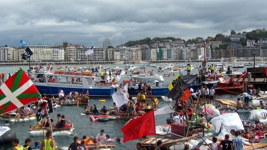 Unas 2.400 personas participan este lunes en el 'Abordaje' pirata de la Semana Grande de San Sebastián