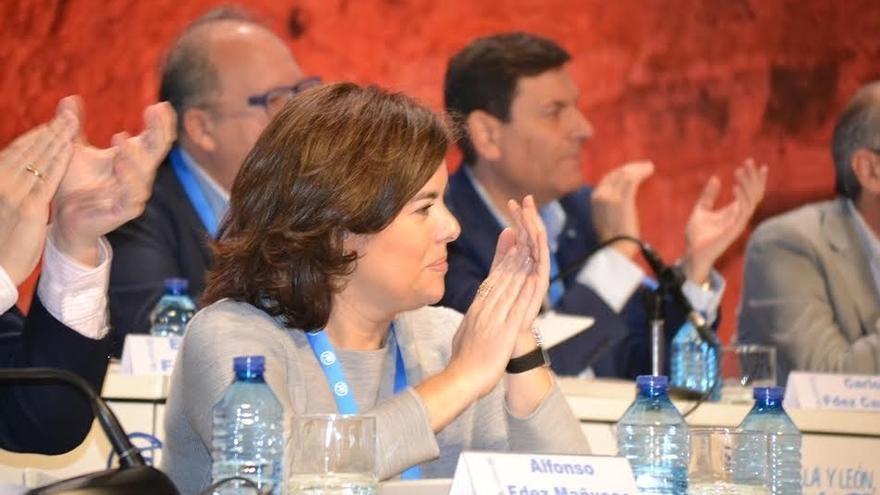 """Santamaría recuerda a los nuevos partidos que las primarias del PP se hacen """"día a día"""" y """"de abajo hacia arriba"""""""