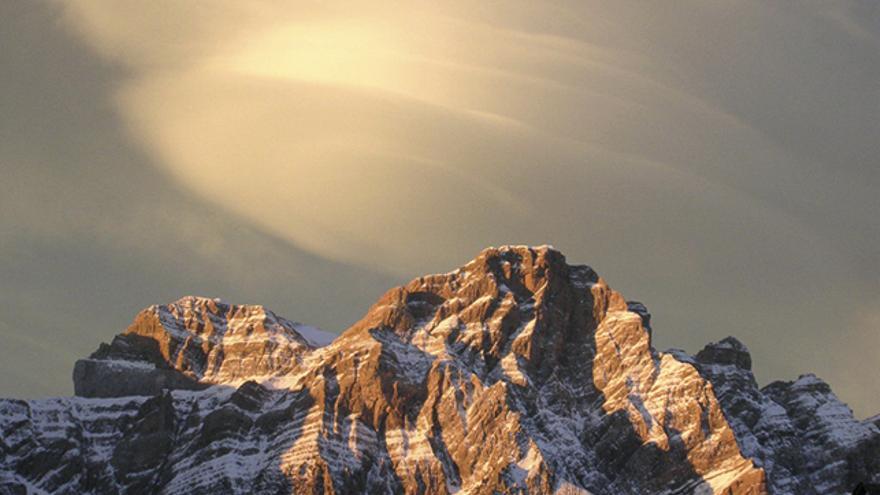 Peña Telera, con las últimas nieves, ofrece una irresistible llamada ya sea invierno o verano.