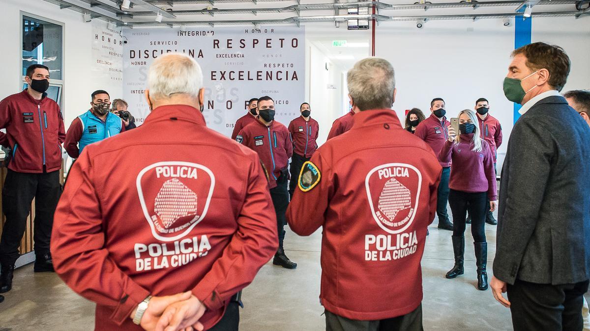 Entre el 5 de noviembre y el 2 de diciembre, el ministerio de Seguridad, a cargo de Santilli, adjudicó tres contratos de la policía a los empresarios Mastronardi.