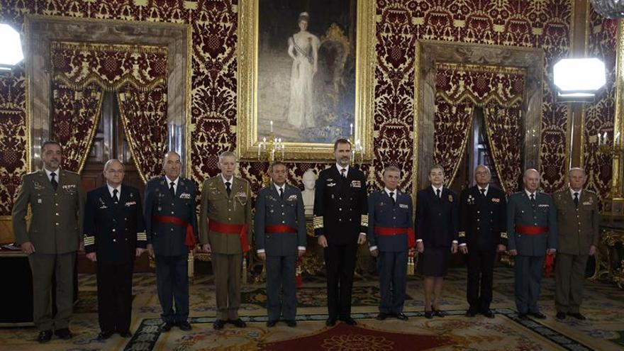 Felipe VI renueva las alabardas que don Juan Carlos entregó a la Legión