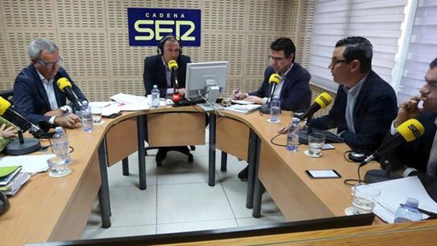 Los candidatos al Congreso de los Diputados por la provincia de Las Palmas por el PP, José Manuel Soria (d); PSOE-NC, Sebastián Franquis (2d); Coalición Canaria, Pablo Rodríguez (i); Podemos, Victoria Rosell (3i), y Ciudadanos, Saúl Ramírez (2i)