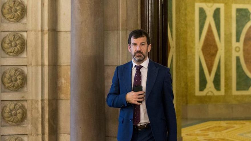 Torrent se reúne en el Parlament con el jefe de los Mossos