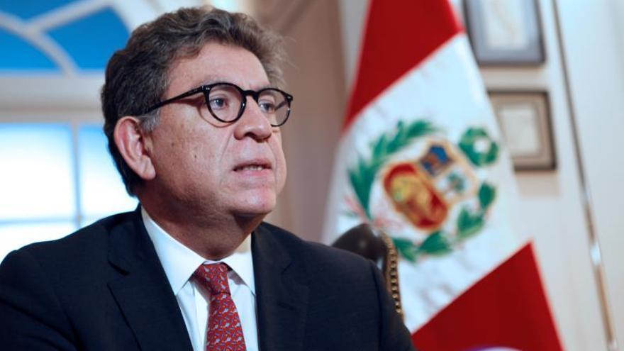 """Perú espera que la transición en Bolivia se desarrolle en el """"marco de la ley"""""""