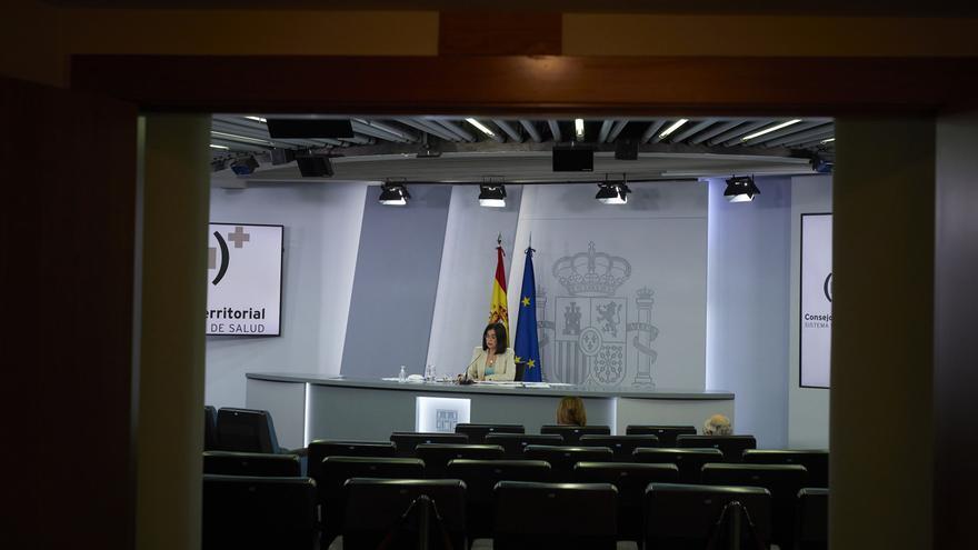 """La ministra de Sanidad, Carolina Darias, durante la rueda de prensa posterior al Consejo Interterritorial del Sistema Nacional de Salud, a 28 de julio de 2021, en La Moncloa, Madrid, (España). La titular de Sanidad ha apuntado """"con toda la prudencia"""", que"""