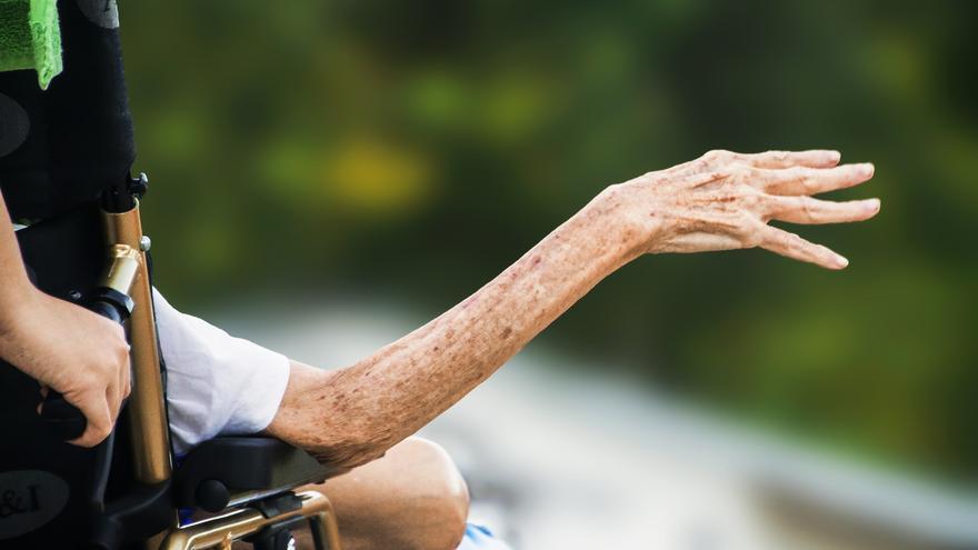 Desde 2013, en Aragón, se registran unas 100 denuncias al año por maltrato a ancianos.