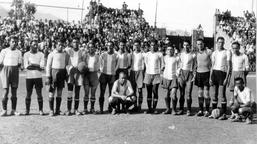 Formación de la temporada 1931-32, la del debut blanquiazul en la Copa.
