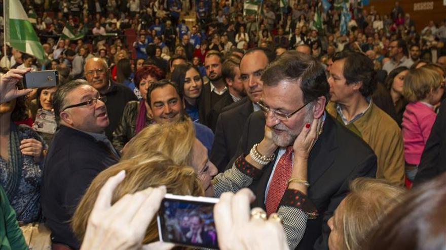 """Rajoy dice que PSOE y creación de empleo """"son dos palabras incompatibles"""""""